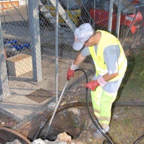 Travaux pétroliers : nettoyage de cuves d'hydrocarbures